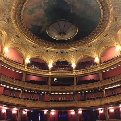Salle de l'Opéra comique sans spectateurs