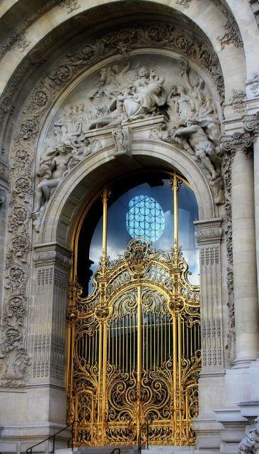 Porche et grille d'entrée du Petit Palais
