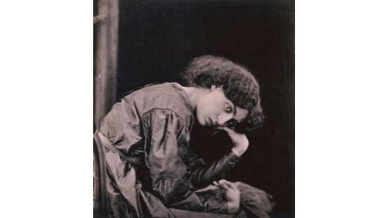 Jane Morris posant dans la maison de Rossetti, 1865